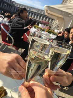 ベネチアで昼からスパークリングワインで乾杯🥂の写真・画像素材[1372669]