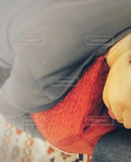 男性の寝顔の写真・画像素材[1372340]
