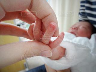 赤ちゃんの手の写真・画像素材[1673429]