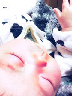赤ちゃんのアップの写真・画像素材[1683145]