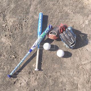 ボールでおもちゃのバットの写真・画像素材[2948057]