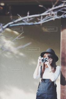 カメラ女子の写真・画像素材[1370034]