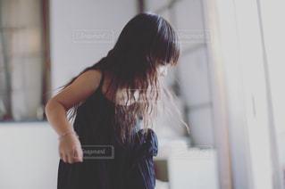 髪の毛ふんわりの女の子の写真・画像素材[1537539]
