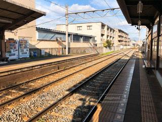 路面電車を待つ駅の写真・画像素材[1837628]