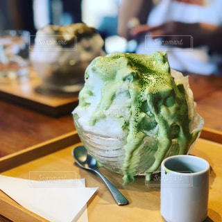 カフェで食べるふわふわエスプーマカキ氷の写真・画像素材[1373145]