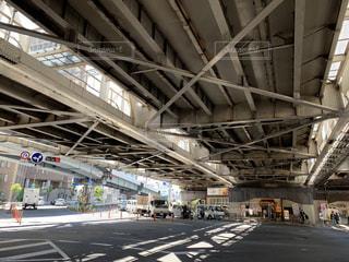 高架下交差点の写真・画像素材[2231758]