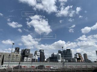 高速道路とビルの写真・画像素材[2231759]