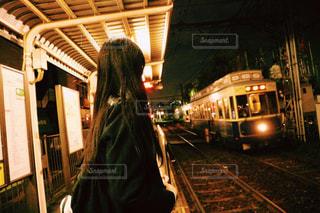 駅に立っている人の写真・画像素材[1641654]