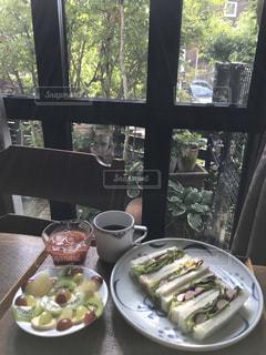 窓辺の朝食の写真・画像素材[1418976]