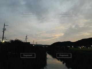川面の秋の夕暮れの写真・画像素材[1510562]