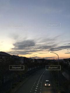 街の通りの夕暮れの写真・画像素材[1544795]