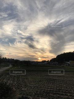 田園風景と夕日の写真・画像素材[1600341]