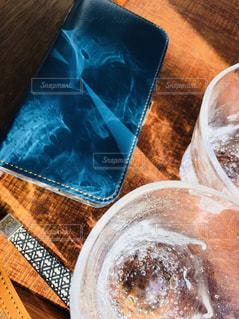 スマホにグラスのひかりのアートの写真・画像素材[1652434]