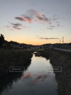 川面の夕映えの写真・画像素材[1723719]