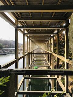 けいはんな記念公園観月橋橋の下の幾何学模様の写真・画像素材[1747436]