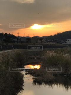 川面の夕映えの写真・画像素材[1811534]