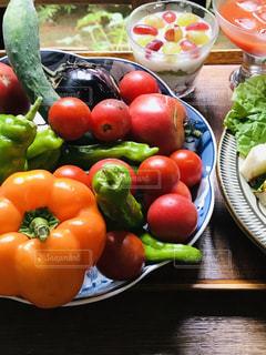 採れたての野菜の写真・画像素材[2318437]