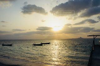 海に沈む夕日の写真・画像素材[1465011]
