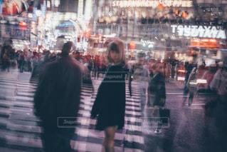 渋谷 スクランブル交差点の人混みの写真・画像素材[1376498]