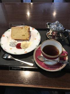 カフェでケーキセットの写真・画像素材[1403202]