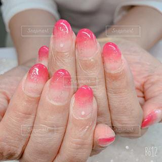 ピンクのネールの写真・画像素材[2069863]