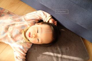 寝転びの写真・画像素材[1577036]