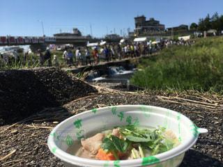 河川敷で芋煮会の写真・画像素材[2441946]