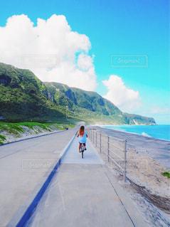 自転車で島一周の写真・画像素材[1380895]