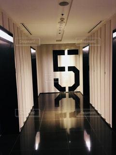 バンコクのホテル、エレベーターホールの写真・画像素材[1383143]