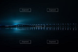 水の体の上の橋の写真・画像素材[1378502]