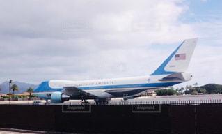 大型の旅客機が滑走路の上に座っています。の写真・画像素材[1811884]