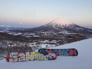 羊蹄山と月とボードの写真・画像素材[1380269]