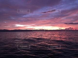 夕焼けの海の写真・画像素材[1555690]