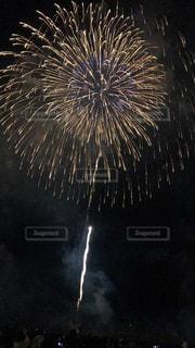 空に花火の写真・画像素材[1380873]