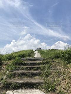 空へ続く道の写真・画像素材[1400599]
