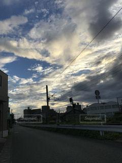 夕空と電線の写真・画像素材[1404922]