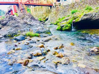 山の間に囲まれた綺麗な川!2の写真・画像素材[1381087]