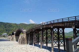 川に架かる橋の写真・画像素材[2493029]