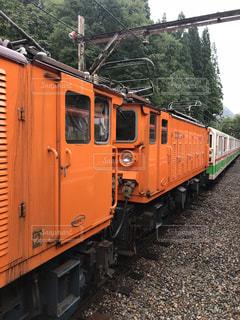 鋼のトラックに大きな長い列車の写真・画像素材[1451319]