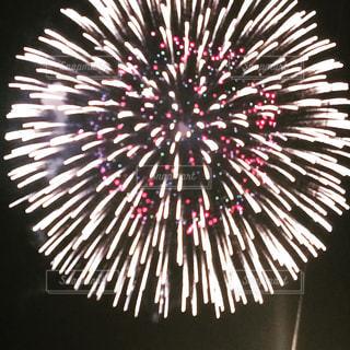 空に花火の写真・画像素材[1384419]