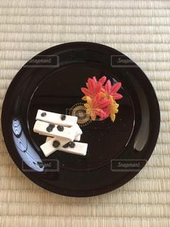 秋の茶道の和菓子の写真・画像素材[1383576]
