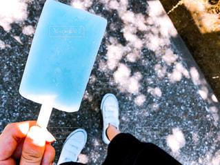 青いアイスキャンディーの写真・画像素材[1384619]