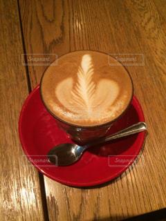 木製のテーブルの上に座ってコーヒー カップの写真・画像素材[1385505]