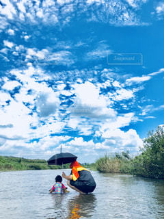 夏の川遊びの写真・画像素材[1387379]