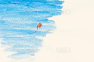 空を飛んでいる風船の写真・画像素材[1390806]
