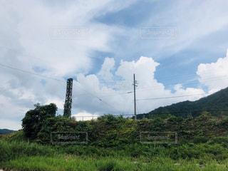 空には雲のグループの写真・画像素材[1385018]