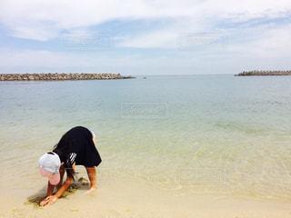 海におしりを向けて、もくもくとの写真・画像素材[1386761]