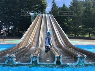 青いプールの水の写真・画像素材[1415812]