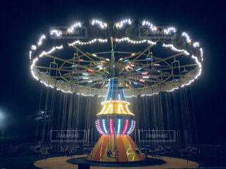 遊園地のライトアップされたブランコですの写真・画像素材[1426993]