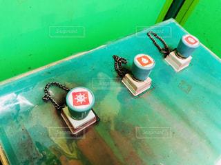 遊園地の迷路探険カードゲームアトラクション内のスタンプラリーのスタンプ台のスタンプです。の写真・画像素材[1427046]